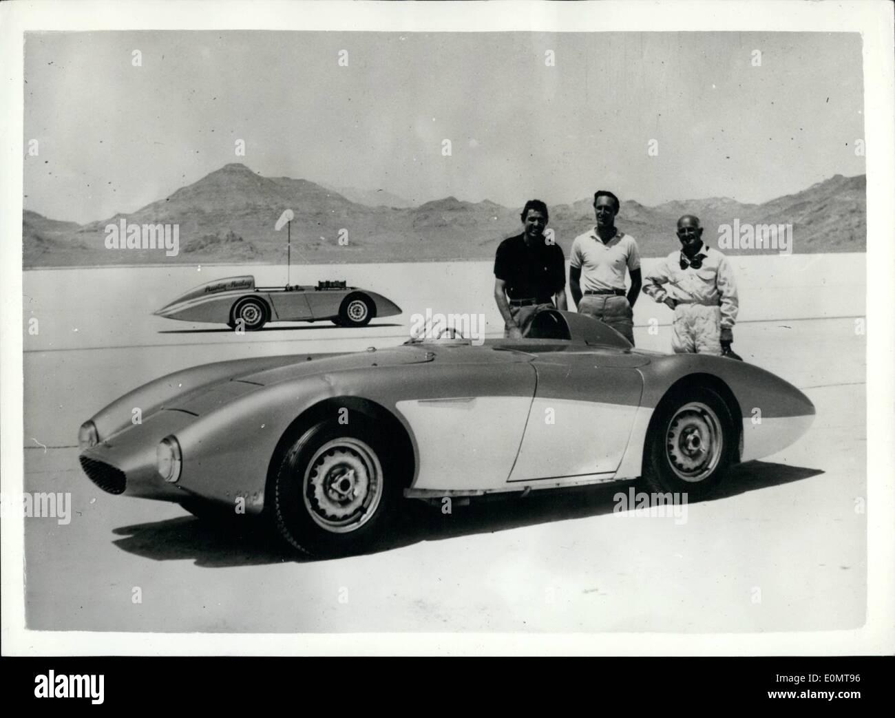 """8. August 1956 - Austin Healey bricht sechzehn Jahr alten Geschwindigkeit Aufzeichnungen bei Verkauf Le von Bonneville: Mit Mr Roy Jackson Moore von Los Angeles am Steuer - diese modifizierte Austin Healey 100 vor kurzem brach internationale Klasse würde """"und amerikanische Rekorde Kunst Salzsee von Bonneville, Utah, U.S.A. Das Auto abgedeckt 200 Meilen bei 152,51 mph und 500 Kilometer an 152.32 mp.h. -Rekorde zuvor im Jahre 1940 eingerichtet. Das Auto ist im Grunde ein standard Austin Healey 100 Cassie und Körper leicht modifiziert, zur Anpassung an ein Einsitzer und Streamline Merkmale zu verbessern Stockbild"""