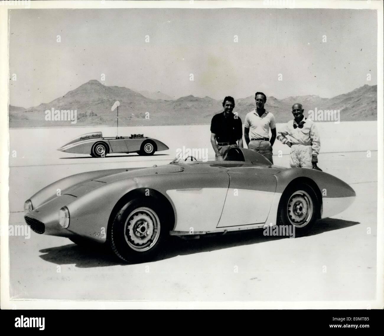 """17. August 1956 - bricht Austin-Healey sechzehnjährige Geschwindigkeitsrekorde bei Verkauf von Lake Bonneville. Mit Herrn Roy Jackson-Moore von Los Angeles an die Rad-dies geändert Austin-Healey hundert vor kurzem brach Internatinoal Klasse hatte """"und amerikanische Rekorde am Salzsee von Bonneville, Utah, U.S.A., das Auto 200 Meilen bei 152.51 mph und 500 Kilometer im Jahr 1940. Das Auto ist im Grunde ein standard Austin Healey 100 Chassis und Karosserie leicht modifiziert, zur Anpassung an ein Einsitzer und Streamline Eigenschaften zu verbessern. Das Auto ist mit Dunlop-Scheibenbremsen, Scheibenräder und high-Speed-Reifen ausgestattet. Stockbild"""