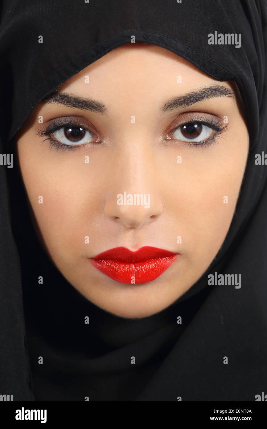 Portrat Einer Saudi Arabische Emirate Frau Mit Prallen Roten Lippen