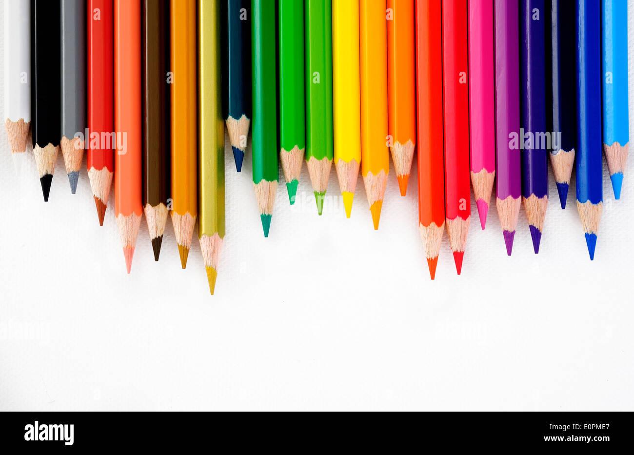 Farbstift auf weißem Hintergrund Stockbild