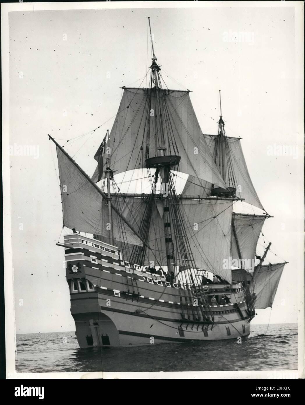 4. April 1957 - Blätter Mayflower II auf Atlantic Voyage. Die '' Mayflower 11'' - Nachbau des Schiffes durch die Pilgerväter in ihre historische Reise von Plymouth verwendet. Devon, Plymouth, Massachusetts 1620, links Plymouth am Samstag, am Anfang der Reise wiederholen. Foto zeigt die Mayflower II - gesehen am Anfang des Atlantik Reise von Plymouth am Samstag. Stockbild