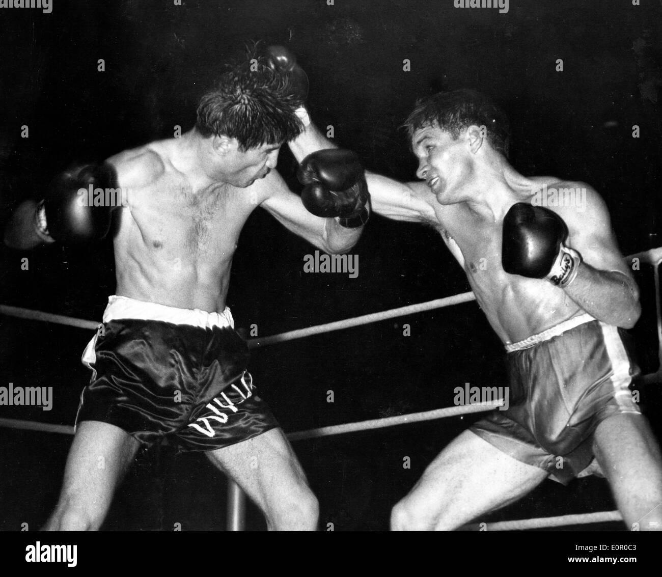 Boxer Dave Charnley gegen Willie Toweel Stockfoto