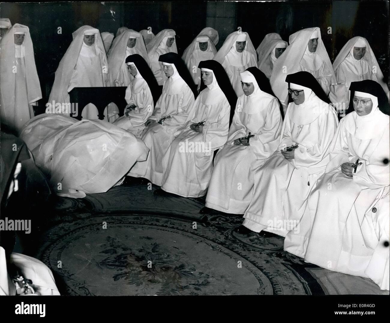 3. März 1958 - verlassen Franziskaner Missionar Nonnen für Afrika und Indien Franziskaner Nonnen des Ordens MARIE links Stockbild