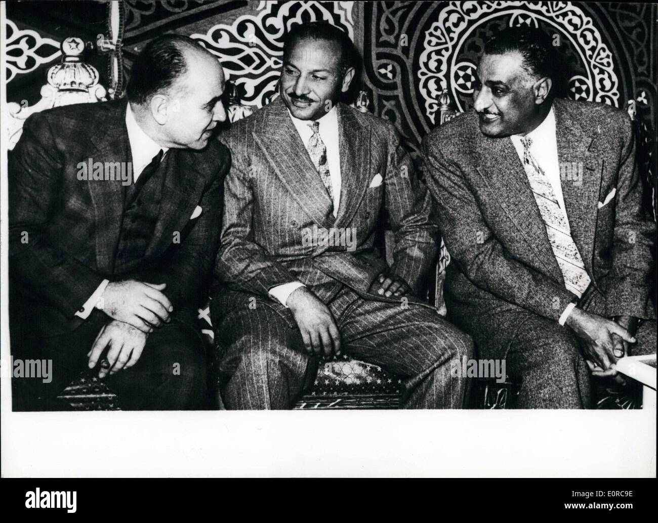 12. Dezember 1958 - Präsident Nasser weiht ägyptischen Manufacturing Company zur Herstellung von Eisenbahnmaterial: Stockfoto