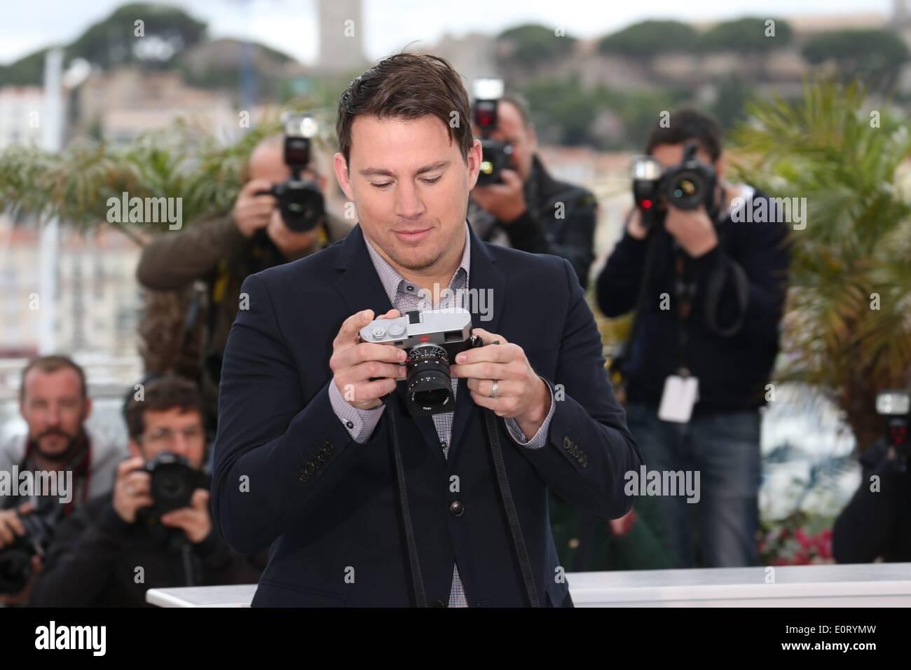 """Cannes, Frankreich. 19. Mai 2014. Schauspieler Channing Tatum besucht den Fototermin von """"Foxcatcher"""" während der 67. Internationalen Filmfestspiele von Cannes am Palais des Festivals in Cannes, Frankreich, am 19. Mai 2014. Foto: Hubert Boesl/Dpa/Alamy Live News Stockbild"""