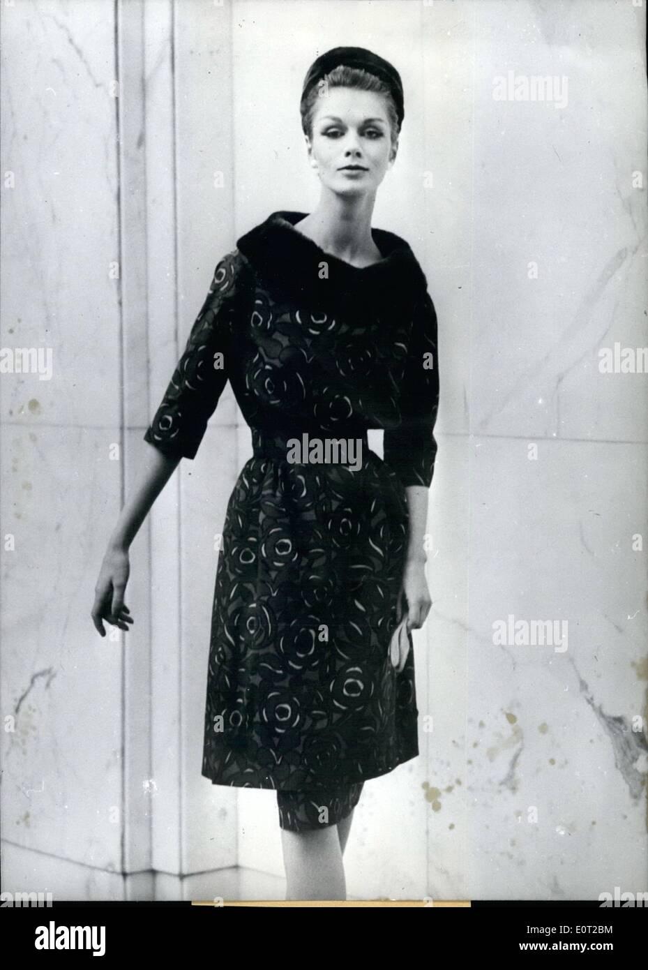 7. Juli 1960 - war dieses elegante Kleid von Dralon Imprime-de-Luxe 94322ecac4