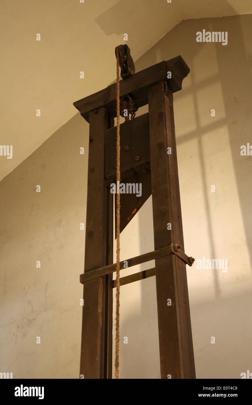 Original Guillotine Zur Durchfuhrung Der Todesstrafe In Hoa Lo