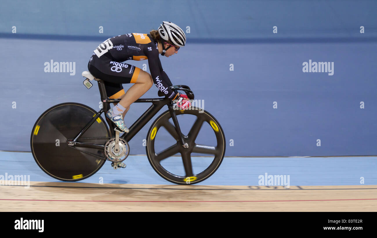 Laura Kenny (Laura Trott) konkurriert in der Frauen Omnium Revolution 5 2014, Lee Valley Velopark Stockbild