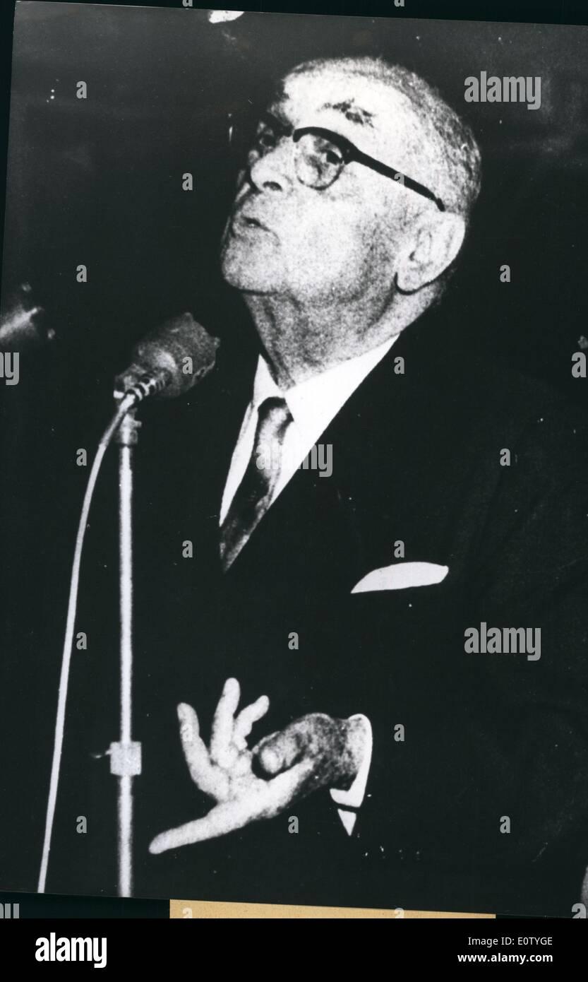 10. Oktober 1960 - Ex-Präsident der staatlichen Bayer vor seinen ...