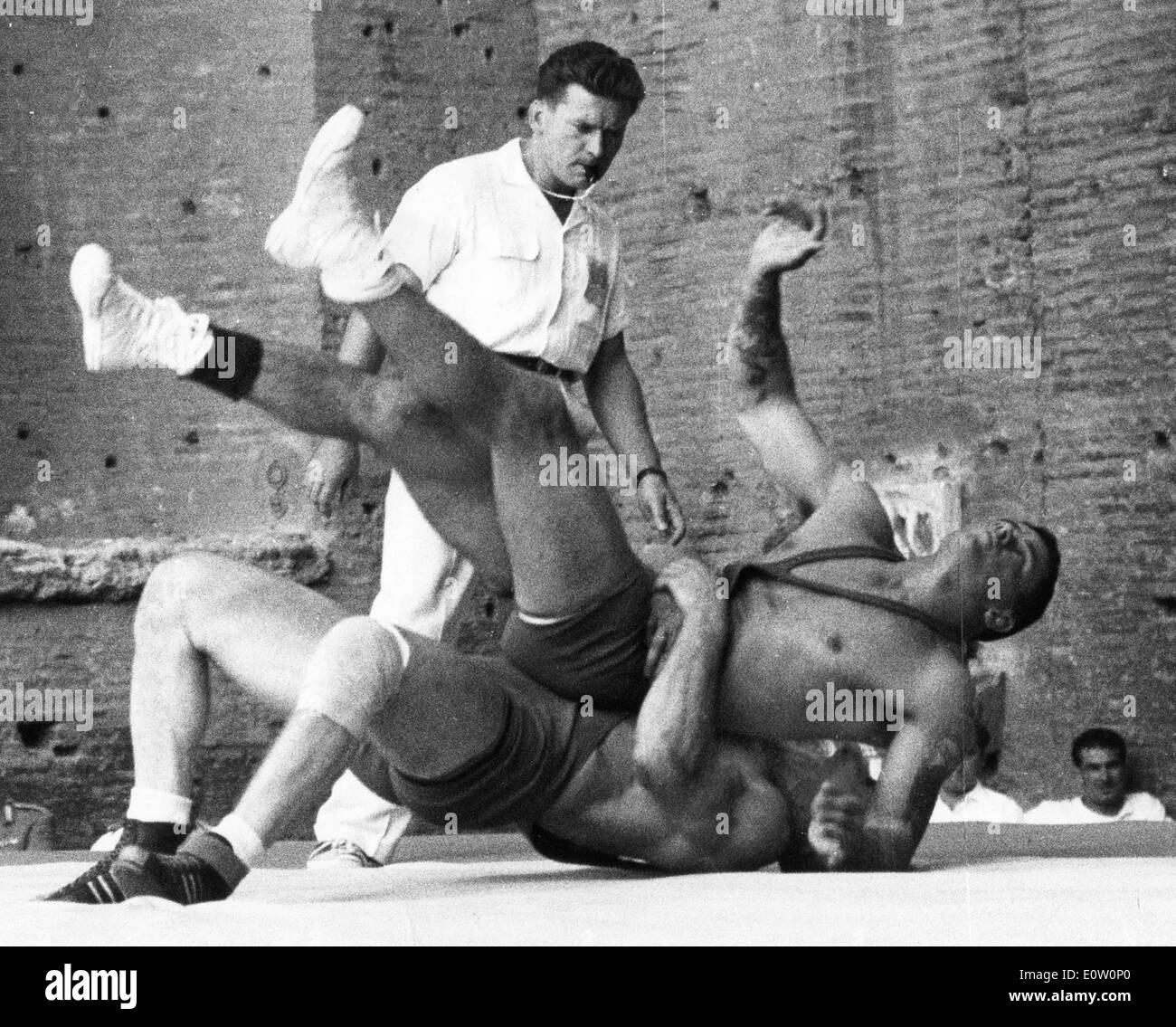 Hovars und Albrecht Ringen bei den Olympischen Spielen in Rom Stockbild