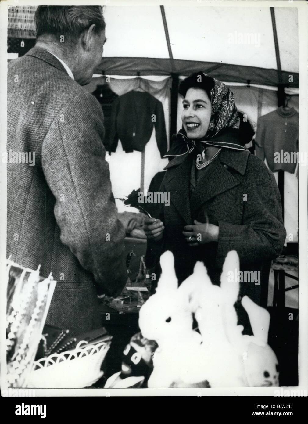 2. Februar 1961 - Königin geht an ihrem Geburtstag - am Badminton einkaufen: die Königin, die heute ihren 35. Geburtstag Stockfoto