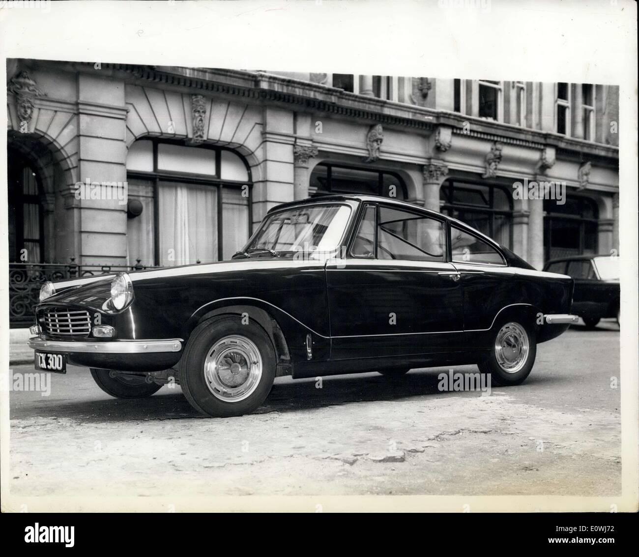 22. Mai 1963 - New Bond Equipe G.T: heute wurde der neue Bond Equipe GT eingeführt. Es ist ein Triumph Spitfire-Motor angetrieben und hat einen Triumph Herald Fahrgestell mit einem italienischen - gestylten Glas-Karosserie. Das Auto ist in der Lage 100 km/h. und die zweistrahlige Vergaser, die ein Verdichtungsverhältnis von 9-1, entwickelt von 63 PS bei 5.750 u/min. Bond Equipe beschleunigt von 0-30 in 4,3 Sekunden und von 0-60 durch die Gänge in 14 Sekunden. Die 10 Gall. Tank gibt eine Crusing-Reichweite von über 300 Meilen Stockbild