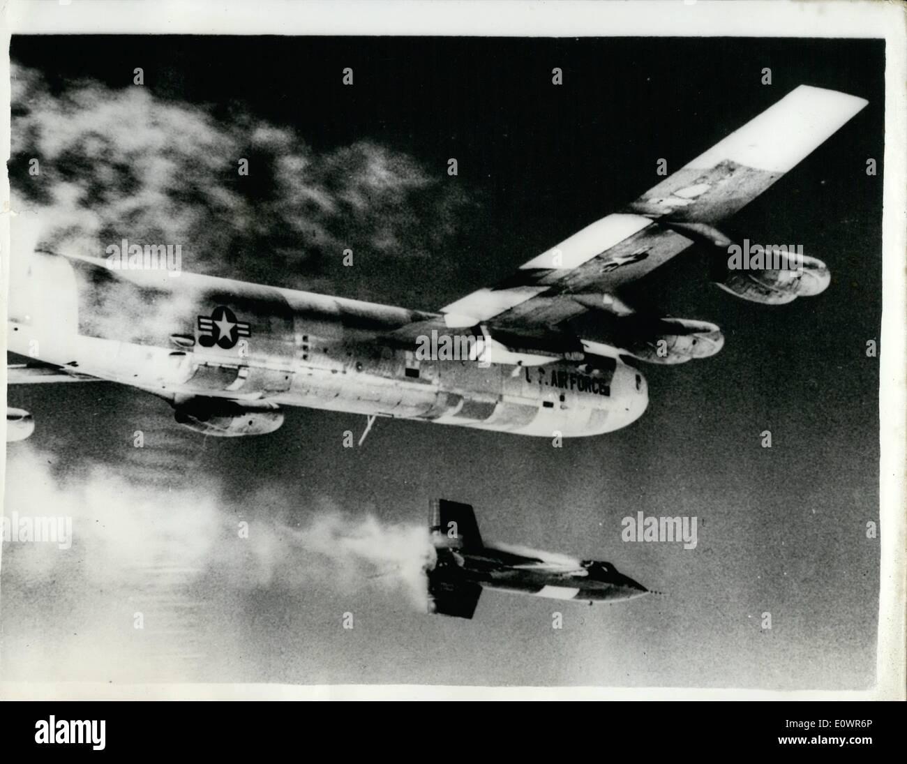 11. November 1963 - dreizehn Piloten getötet, im Projekt '' X'': insgesamt dreizehn US-Testpiloten für die Entwicklung des Flugzeugs hoch in die Stratosphäre fliegen soll geopfert wurden. Die Katastrophe ereignete sich zwischen den Flügen des X-L und x-15. Als ein '' verhexte Programm '' bezeichnet wurde es eines der teuersten in Bezug auf menschliches Leben auf dem Gebiet der modernen Luftfahrt. Den letzten Erfolg der x-15 platziert Major Robert White auf einer Höhe von 314.750 Fuß (knapp 60 Meilen). Seine Geschwindigkeit war 3,6000 mph. Dieser Datensatz machte ihn den ersten Mensch in einer geflügelten Ebene Relam Platz eingeben Stockbild