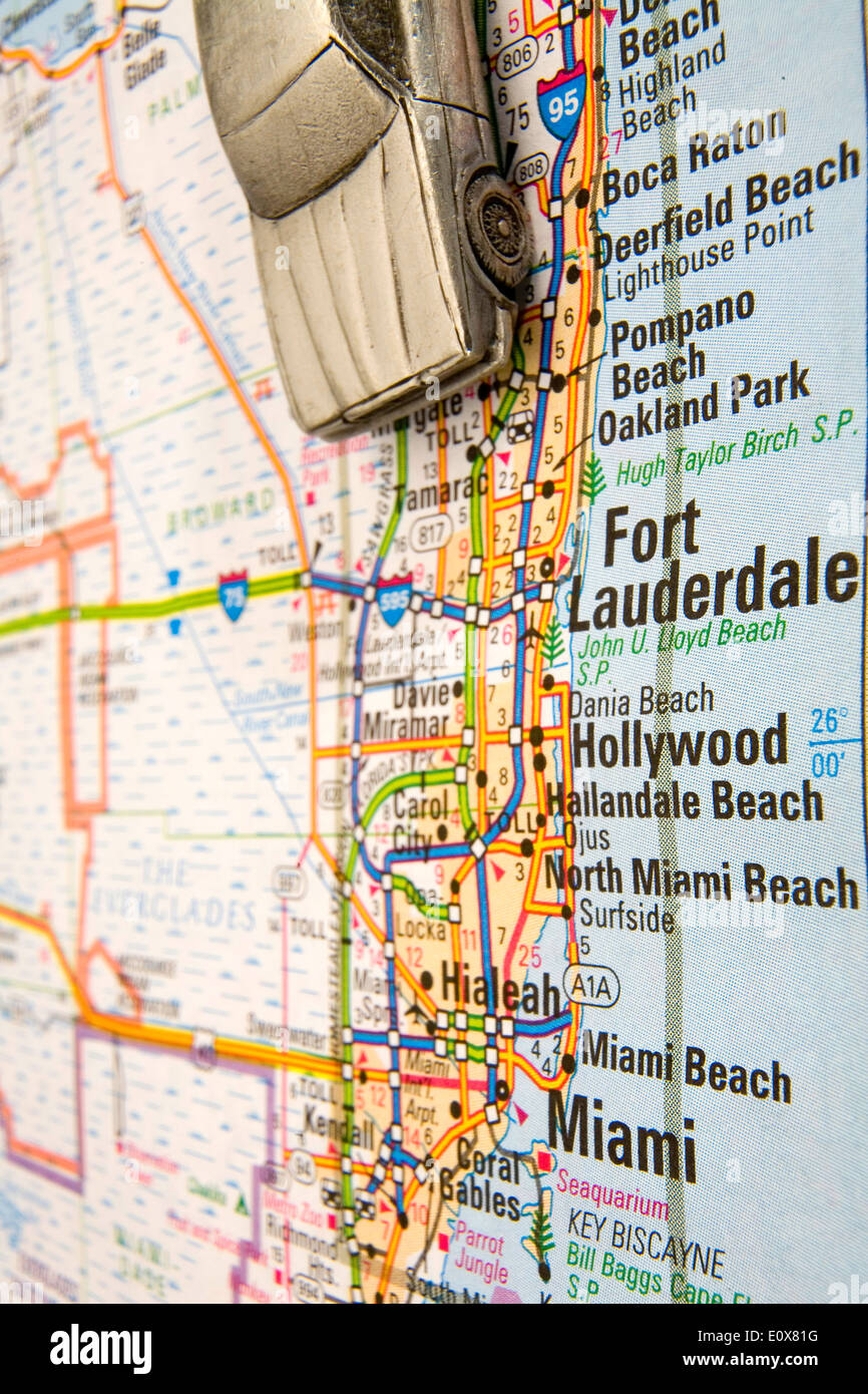 modell-limousine auf einer karte von südflorida