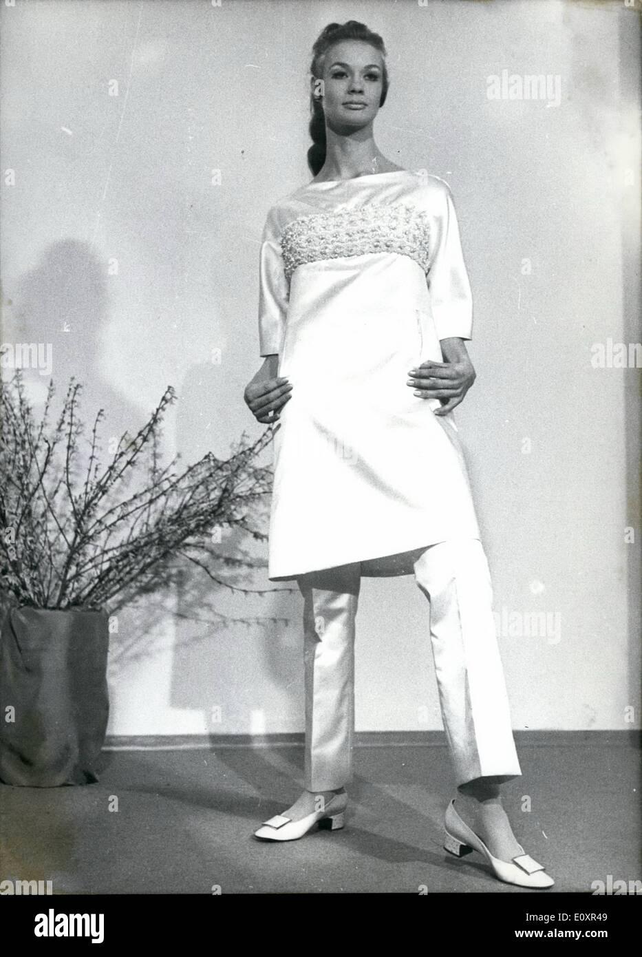 10 oktober 1967 fr hling und sommer mode 1967 auf 2. Black Bedroom Furniture Sets. Home Design Ideas