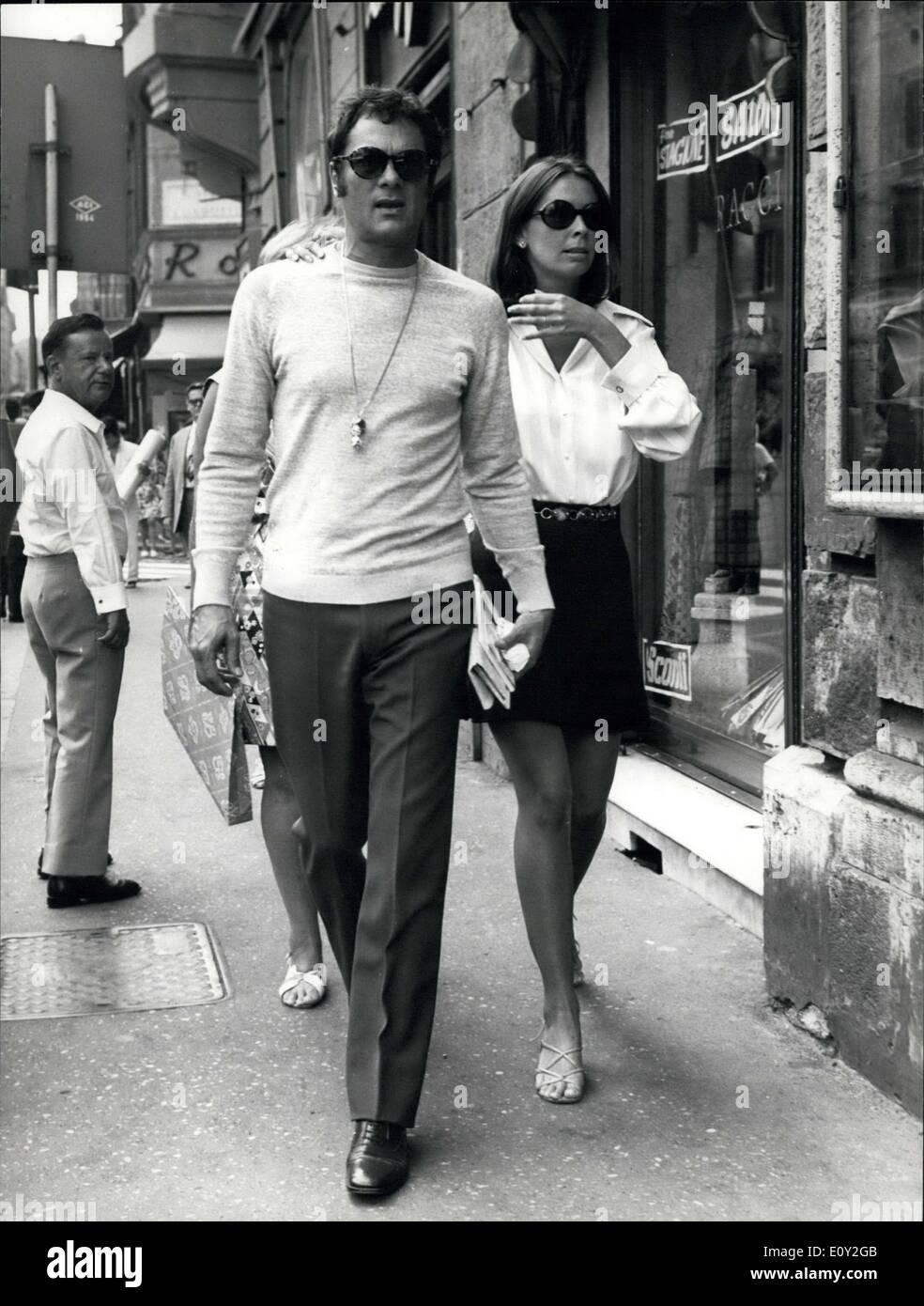 Sep 01 1968 Tony Curtis Mit Frau Leslie Allen In Rom Stockfoto