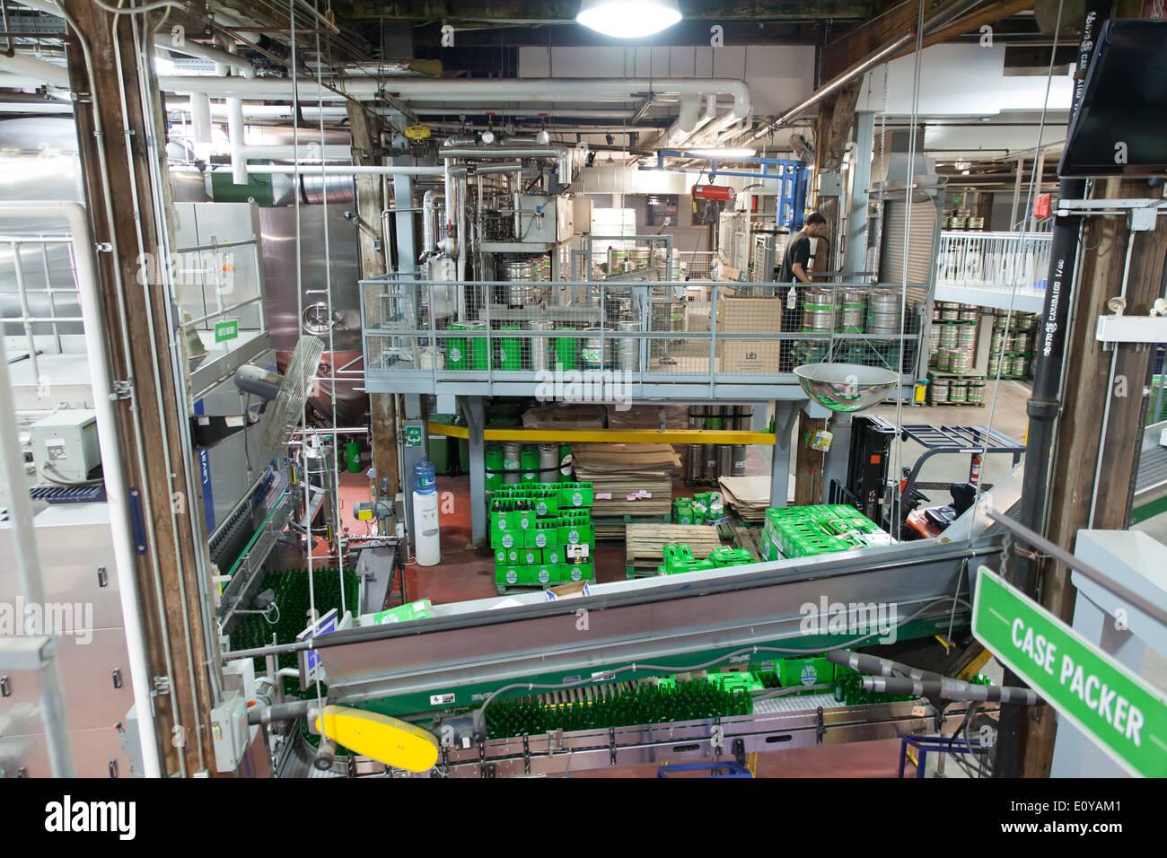 innen Dampf Pfeifen Sie Brauerei Bier-Produktionslinie Stockbild