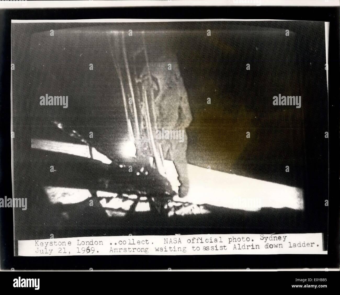 21. Juli 1969 - ist Mann auf dem Mond: Foto zeigt die NASA offizielle Bild Radiced nach London aus Sydney, Australien Stockfoto
