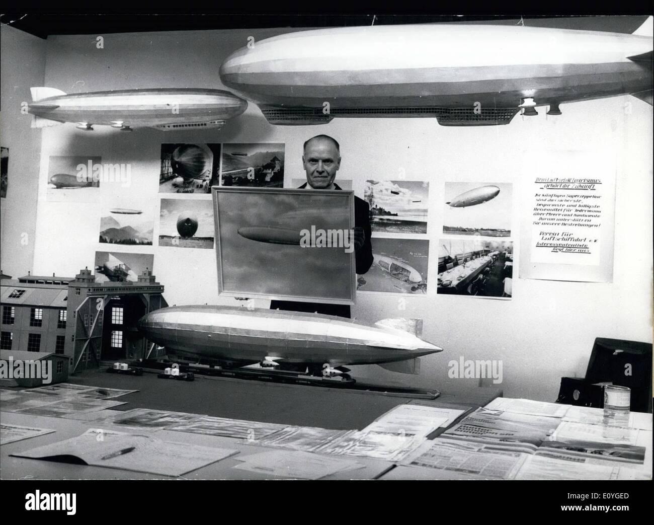 4. April 1970 - will Karl H. Albrecht... aus Berlin Interesse der Menschen in der Zeppelin wieder durch viele Modelle des Zeppelins und mehrere Schriften. Er ist Vorsitzender des Aviation Club, der verbunden ist mit einem Muster, so dass Verein die der Zeppelin Modelle baut und die Verlegung-Out werden darauf Sehnsucht. Diese Modelle sind nicht nach alten gebaut aber komplett neu und für die Zukunft bestimmt. Der Club besteht seit 1962 und hat einige hundert Mitglieder und mehrere Wohltäter Stockbild