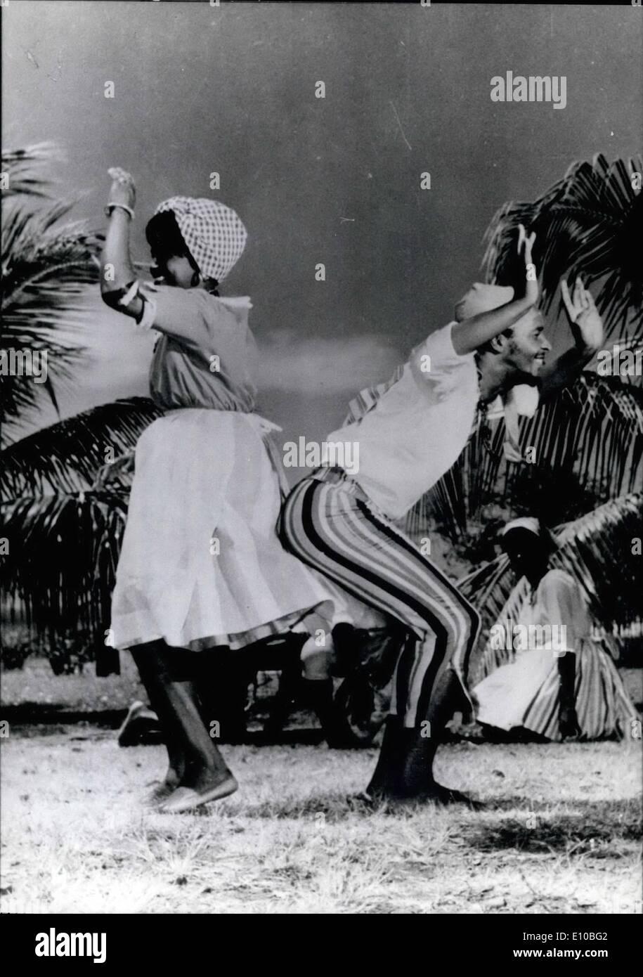 3. März 1972 - Internationale Folklore-Festival für die Olympischen Spiel 1972: Tänze, Trachten und Traditionen sind auch Teil der Olympischen. Während den Olympischen Spielen in München und internationalen Folklore-Festival findet im Rahmen des Kulturprogramms statt. Insgesamt 15 Gruppen aus allen Ländern (Frankreich, Portugal, Italien, Kenia, Marokko, Rumänien, Mexiko, Süd Korea, Chile, Japan, Polen und den Antills-Inseln Marinieuq, die zu Frankreich gehört (- unsere Foto-) erscheint in dieser Sitzung Stockbild