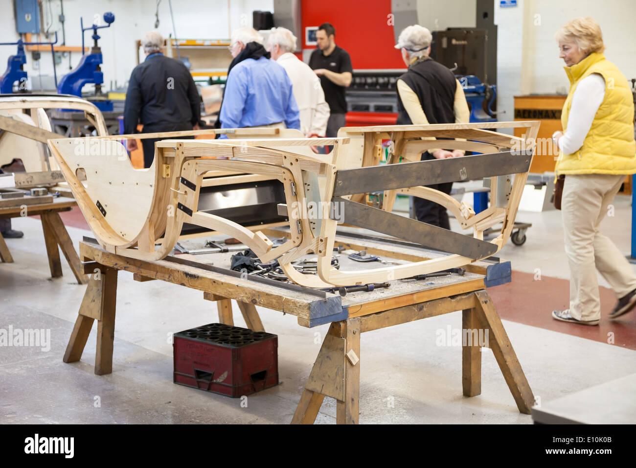 Der hölzerne Asche Rahmen eines Autos auf Morgan Motors Autofabrik ...