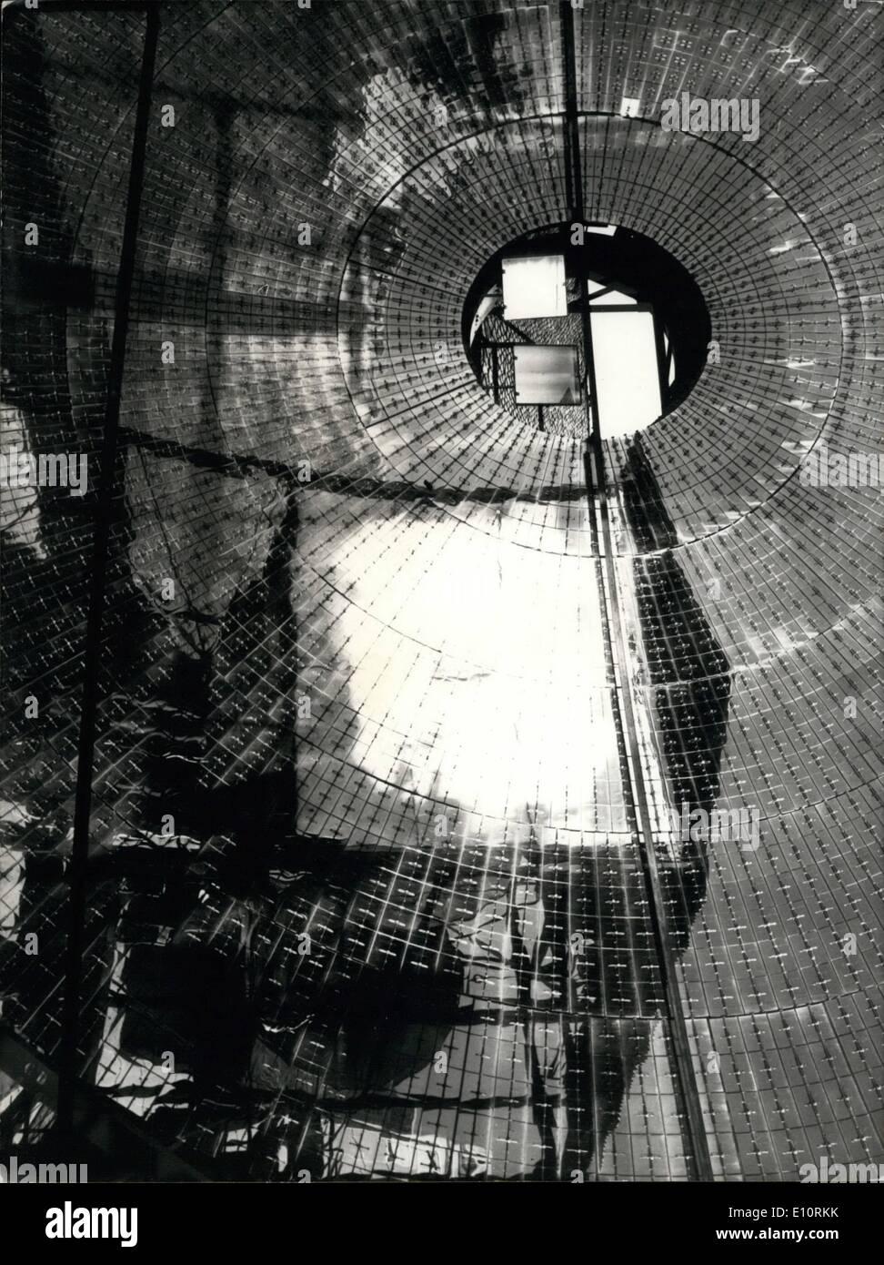 1. Januar 1974 - Sonne erwärmt französische Häuser: ein Beispiel für das erste französische Stockbild