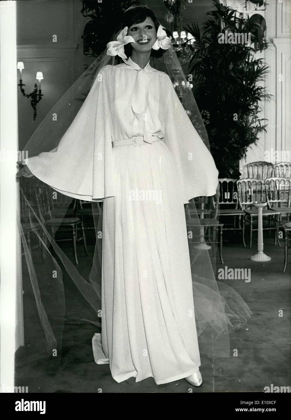 24. Juli 1974 - für das traditionelle Brautkleid, die Dior gehört ...