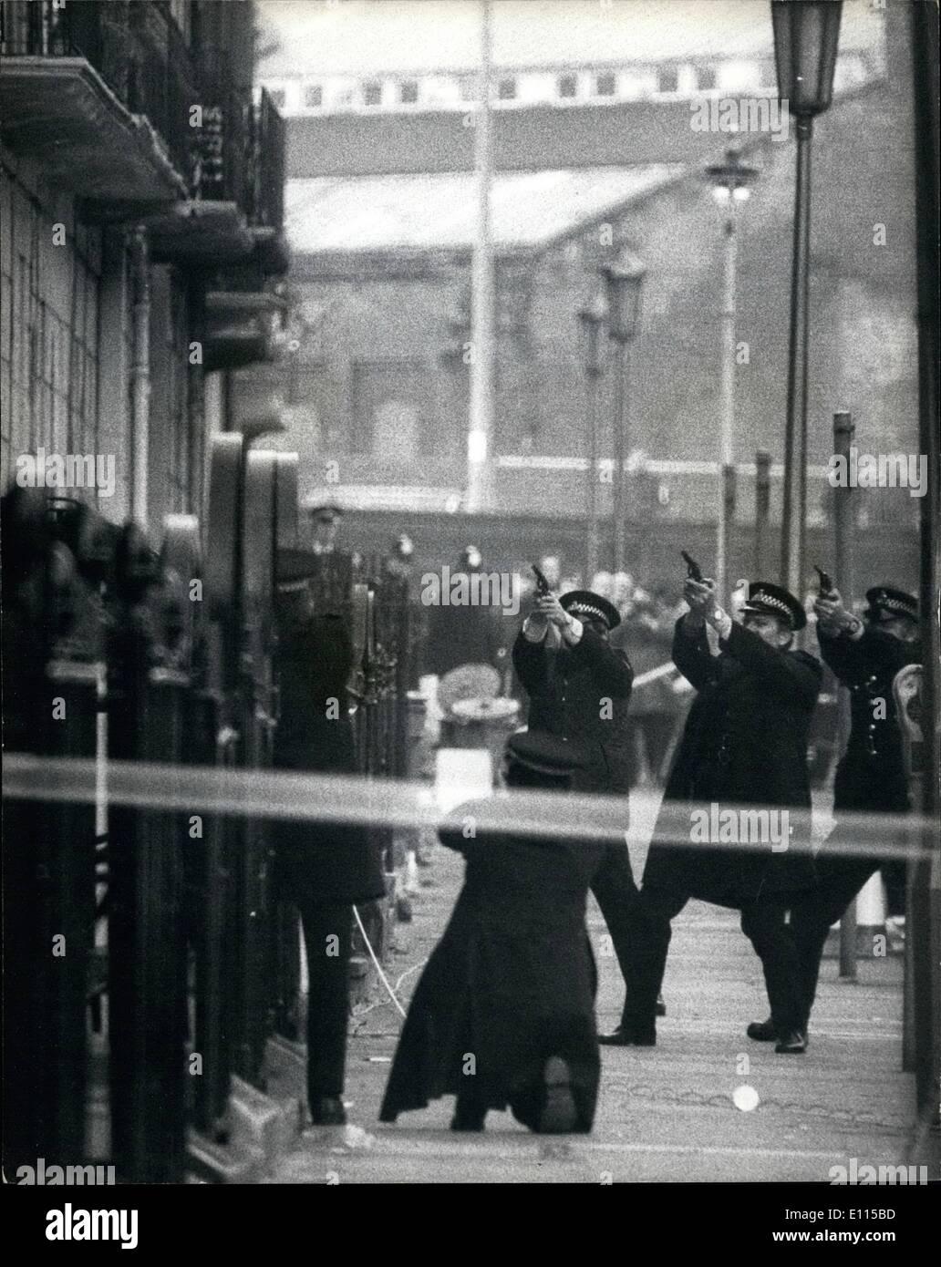 12 Dezember 1975 Machen Polizei Mit Ira Bewaffneten In London