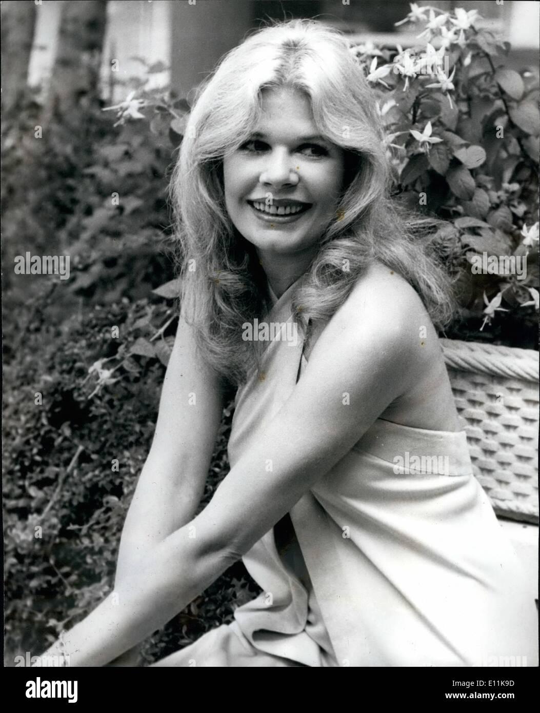 """6. Juni 1978 - Loretta Swit von '' M + A + S + H'' In London: Ein Foto-Shooting fand heute Morgen für Loretta Swit, der """"Hot Lips"""" spielt in der BB-2 '' M + A + S + H''. Serie, im Inn auf dem Park, London. Sie ist bei einem Besuch in London für einen Urlaub. Das Foto zeigt Loretta Swit heute in London gesehen. Stockbild"""