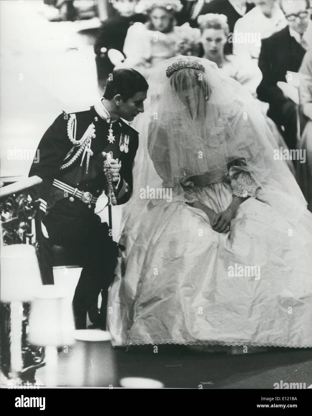 7. Juli 1981 - The Royal Wedding: Prinz Charles und Lady Diana während der Zeremonie in der St. Pauls Kathedrale heute durchaus unterhalten. Stockfoto
