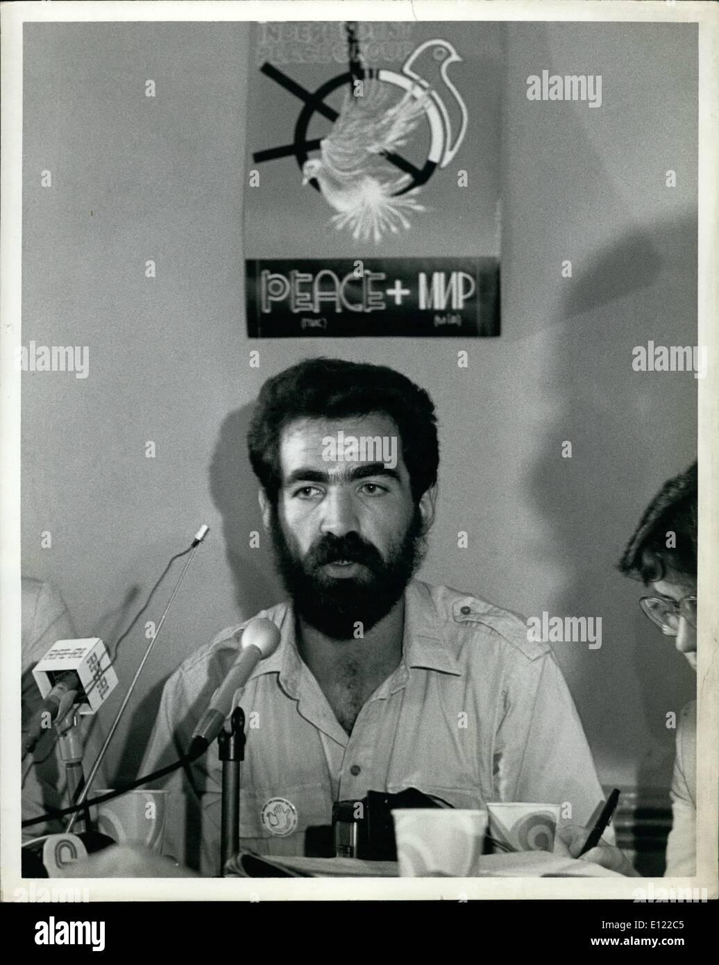 6. Juni 1983 - Donnerstag, 30. Juni 1983, New York City: Eines der Foundres der unabhängigen sowjetischen Friedensgruppe, Sergie Batovrin Pressekonferenz erste heute seit seiner Ankunft aus der Sowjetunion. Herr Batovrin, die halfen, die '' Gruppe zum Vertrauensaufbau zwischen der UdSSR und den USA'' gefunden wurde für einen Monat im Krankenhaus Psycho Nuerological #114 in Moskau letztes Jahr inhaftiert und wurde ständig belästigt von den sowjetischen Behörden bis zu seinem erzwungenen Vertreibung am 19. Juni dieses year.Mr. Batorvin, ein Künstler, gesellte sich auf der Prress-Konferenz mit einem anderen Gründer der Gruppe Herr Stockbild