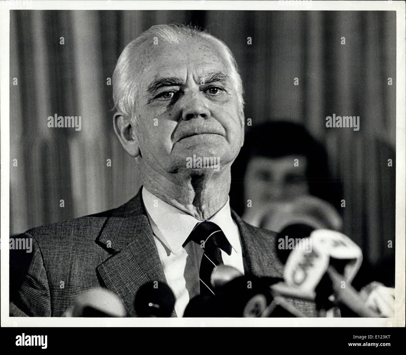 18. Februar 1985 - 18. Februar 1985 New York, Westmoreland Newsconference: General William C. Westmoreland, nach 18 Wochen des Zeugnisses Federal DIstrict Court in Manhattan, endete seine Verleumdungsklage gegen CBS gestern nur Tage vor Anwälten für beide Seiten ihre endgültige Summierungen der Jury begonnen haben würde, zum Abschluss zu bringen, die Verleumdungsklage gebracht durch die allgemeine nach der 1982 Ausstrahlung von CBS des Dokumentarfilms unzähligen Gegner : Eine Vitman Täuschung '' Stockbild