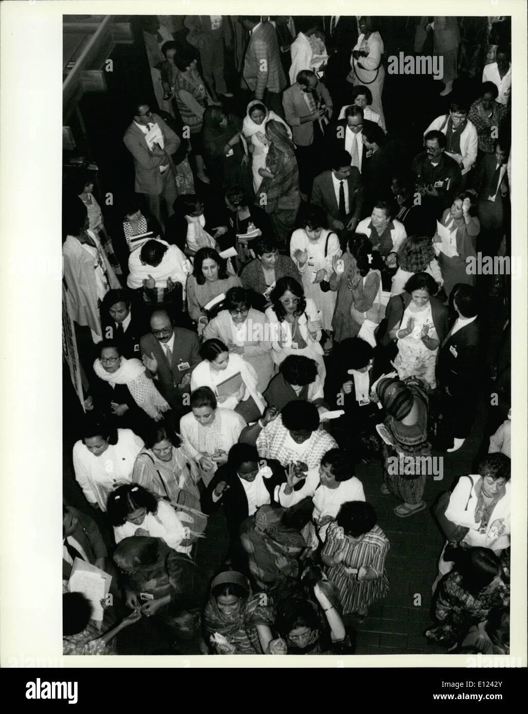 7. Juli 1985 - trifft Konferenz über die Dekade der Vereinten Nationen Frauen sich in Nairobi; Die Welt Konferenz Markierung am Ende der UN-Dekade für Frauen, die in Nairobi am 15. Juli begann am 27 Juli mit Annahme durch einvernehmliche eines endgültigen Dokuments enthält Strategien, für den Rest des Jahrhunderts, die entworfen abgeschlossener, um die Statue von Frauen verbessern und in allen Aspekten der Entwicklung zu befragen. Vertreter von mehr als 140 Nationen nahmen an der Weltkonferenz zu überprüfen und bewerten die Leistungen der UN-Dekade für Frauen Stockbild