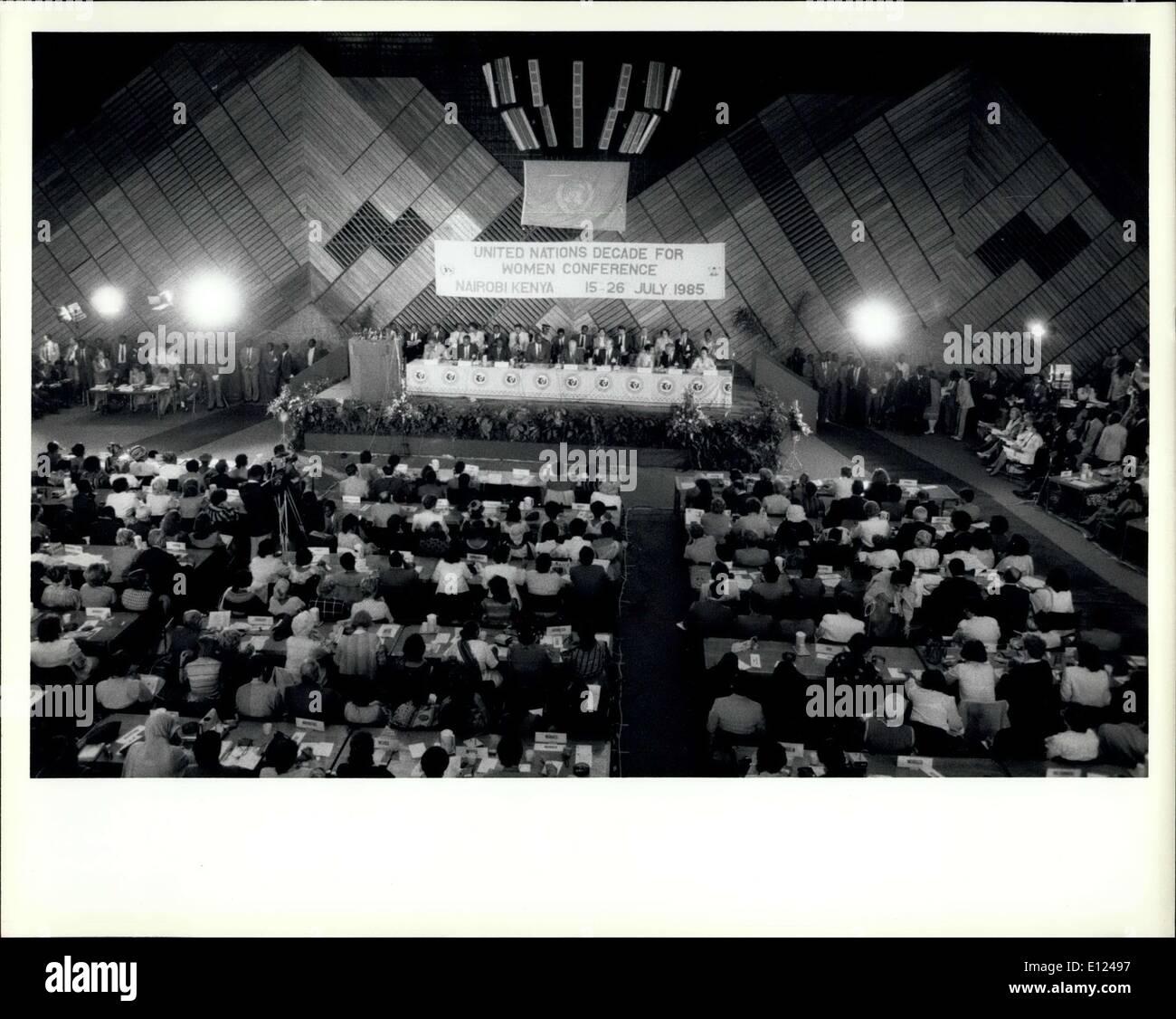 15. Juli 1985 - Konferenz über die Dekade der Vereinten Nationen Frauen trifft sich in Nairobi: The World Conference markiert das Ende der UN-Dekade für Frauen, die in Nairobi am 15. Juli begann am 27 Juli mit Annahme durch Konsens ein Abschlussdokument mit Atrategies geschlossen, für den Rest des Jahrhunderts, sind entworfen, um den Status von Frauen verbessern und integrieren sie in alle Aspekte der Entwicklung. Vertreter von mehr als 140 Nationen nahmen an der Weltkonferenz zu überprüfen und bewerten die Leistungen der UN-Dekade für Frauen Stockbild