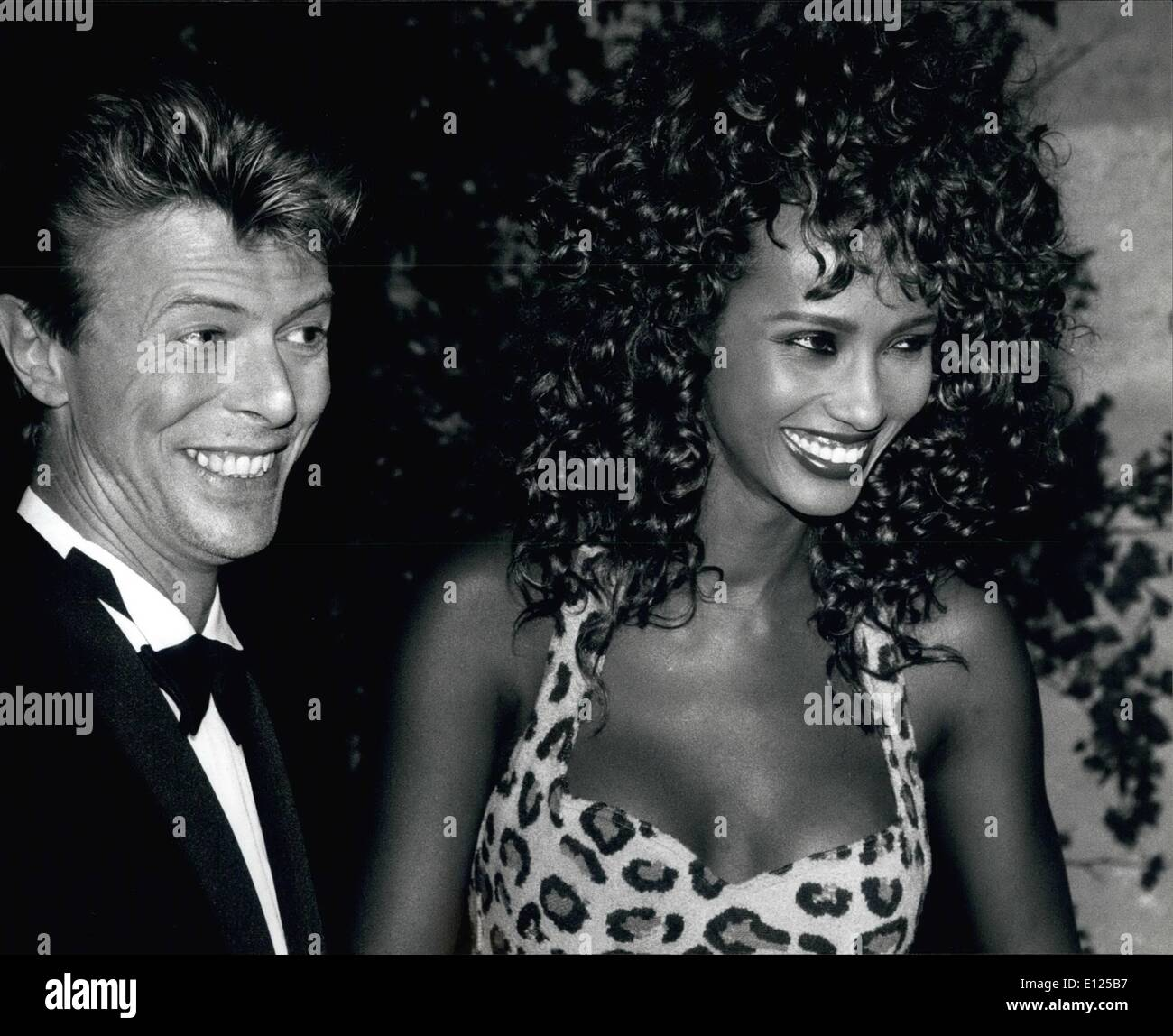 iman and david bowie stockfotos iman and david bowie. Black Bedroom Furniture Sets. Home Design Ideas