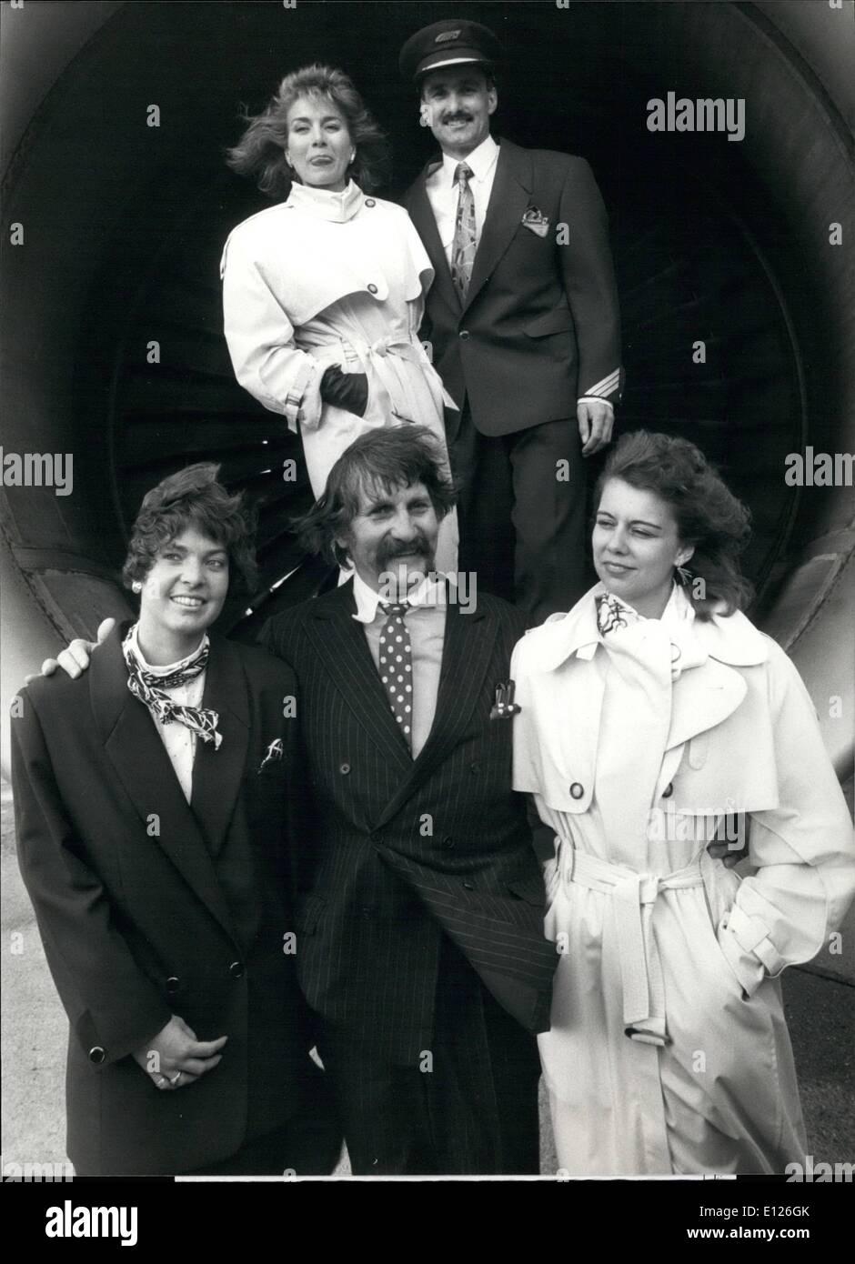2. Februar 1990 - neues Outfit für die Swissair-Crew: die bekannte Schweizer Stylistin Luigi Colani erstellt einenStockfoto