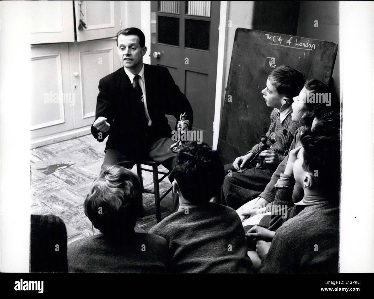 24. Februar 2012 - Dennis Uttley verwendet Modelle Geschichte beizubringen taub.: In der old Kent Road Schule für Stockbild