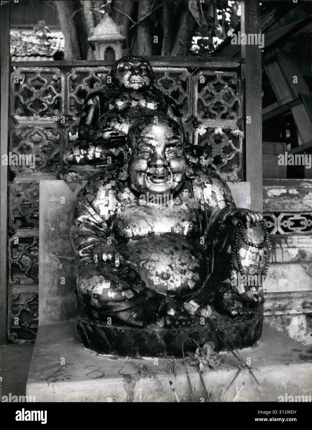 25. Februar 2012 - The Siamese haben eine ständige Suche nach Glück: charmante Thailander sind große Gläubige Charms: Obwohl der Buddhismus ist Staatsreligion von Thailand, es verhindert, dass viele einzigartige Funktionen, die es von Buddishm in anderen Ländern unterscheiden. Seltsamerweise sind die meisten Bräuche und Zeremonien, die mit ihr verbundenen Hindu oder chinesischen Ursprungs. Herausragendste Merkmal ist das ewige suchen als Glücksbringer, die die Leben von Millionen von Siam dominiert. Buddha verurteilt Wahrsagerei, und seine Philosophie macht keine Bestimmung für diejenigen, die etwas für nichts zu erwarten Stockbild