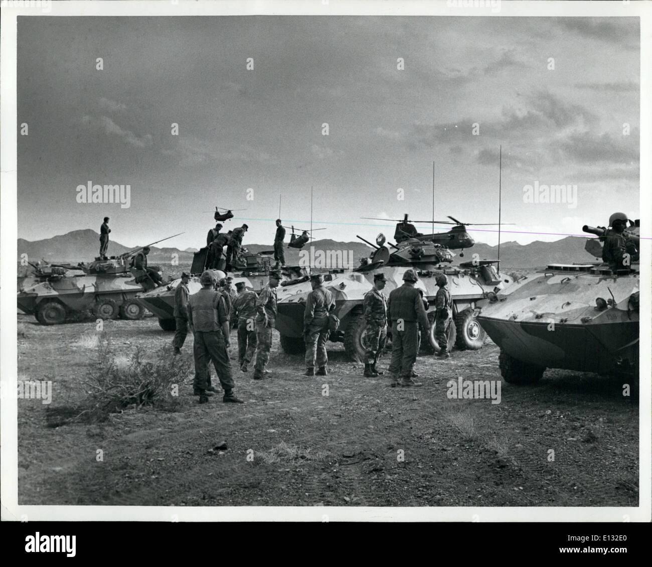 26. Februar 2012 - ein Element der 7. MAB (Marine amphibious Bataillon) Teil der schnellen Eingreiftruppe Manöver Betrieb Wüste in der Mojave-Wüste. Stockbild