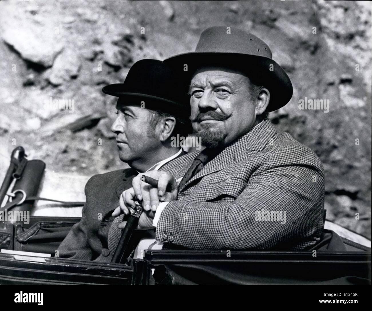 26. Februar 2012 - Wurzelholz Ives und Dennis Price wie der legendäre Showman Barnums und Duke Barset bzw.. (von rechts nach links) Stockbild