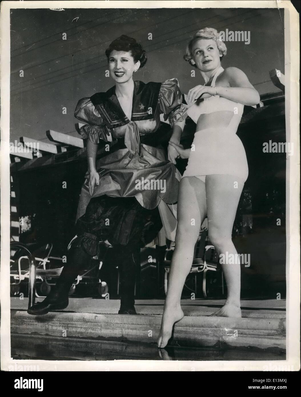 22. März 2012 - The Gay der neunziger Jahre und die glamouröse 51 geeignet Badesachen für die Ewigkeit: die Figuren sind ähnlich, aber die Stockbild