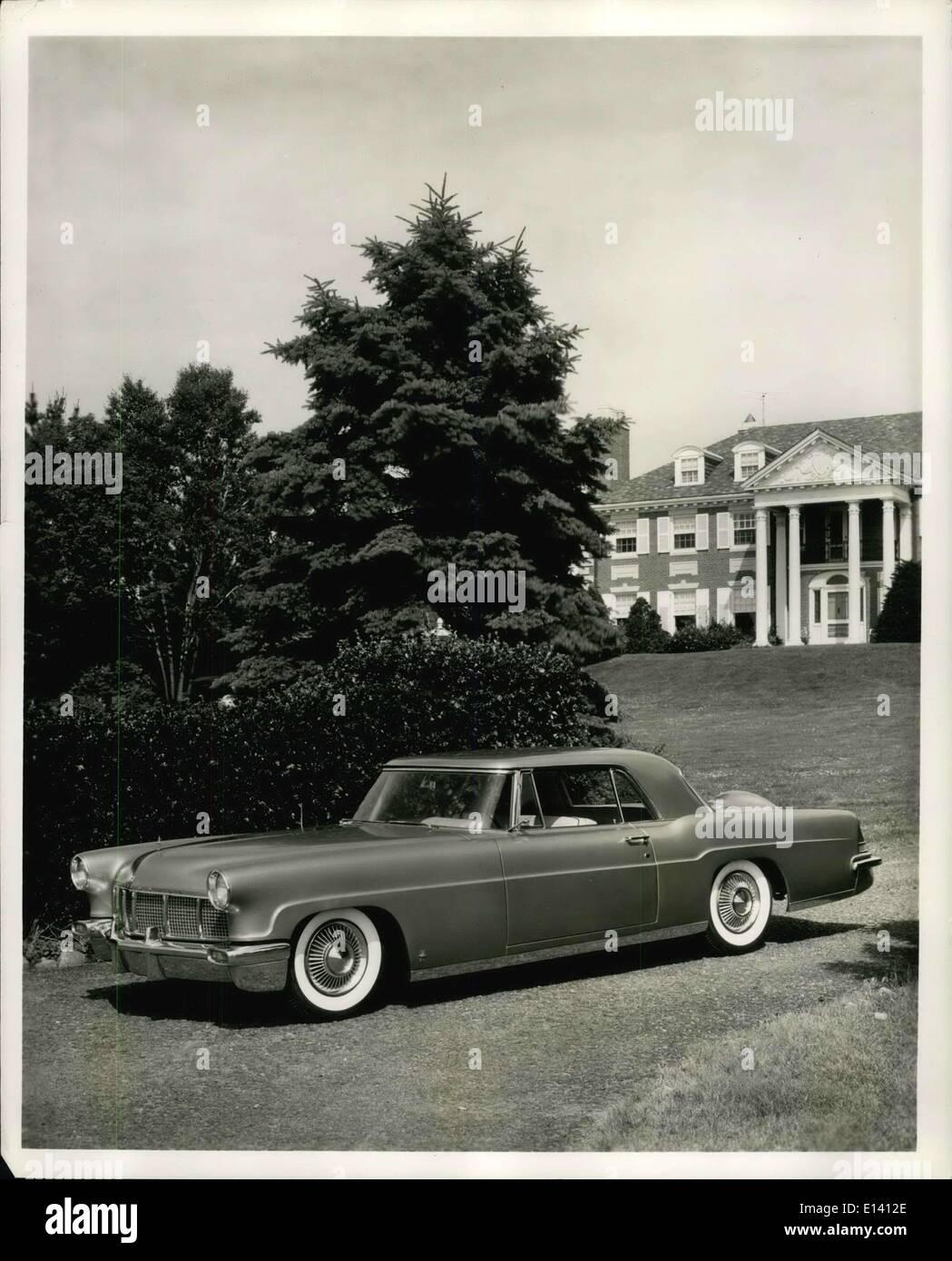 31. März 2012 - behält The Continental Mark II für das Modelljahr 1957 die Besonderheiten, die die automobile Welt aufgeregt, wenn das Auto zum ersten Mal im Oktober 1955 wurde. Eine Prestige-Automobil von Ford Motor Company, der Continental Mark II in geringen Mengen produziert wird durch einen neuen Motor mit einem Verdichtungsverhältnis von 10: 1 angetrieben. Weitere technischen Verbesserungen für das Modelljahr 1957 gehören Getriebe Veränderungen. der Zusatz von eine neue hohe Luft-Strömung-Vergaser und Verlagerung von der Raumluftansaugung. Stockbild