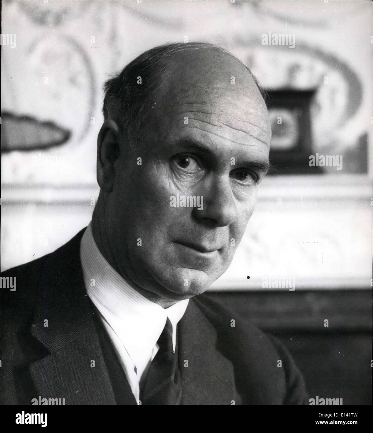 31. März 2012 - Schulleiter der Gordonstoun F.R.G. kauen M.A., war im Stab von Salem und kam nach Gordonstoun Dr. Hahn es gefunden. Gemeinsamen Schulleiter mit Herrn Brebston wurde er als Dr. Hahn in 1953 und alleinige Schulleiter im Ruhestand, da Altyre 1960 geschlossen. Stockbild