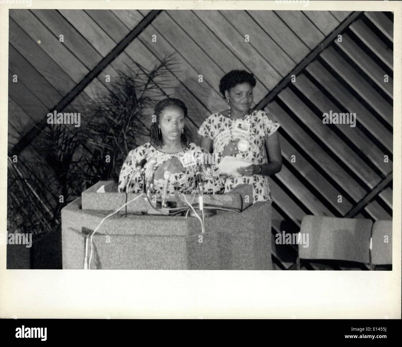 4. April 2012 - Konferenz über die Dekade der Vereinten Nationen Frauen trifft sich in Nairobi: die Weltkonferenz markiert das Ende der UN-Dekade für die Frau, die in Nairobi am 15. Juli begann am 27 Juli mit Annahme durch Konsens ein Abschlussdokument mit Strategien geschlossen, für den Rest des Jahrhunderts, sind entworfen, um die Statue von Frauen verbessern und intergrate sie in alle Aspekte der Entwicklung. Vertreter von mehr als 140 Nationen nahmen an der Weltkonferenz zu überprüfen und bewerten die Leistungen der UN-Dekade für Frauen Stockbild