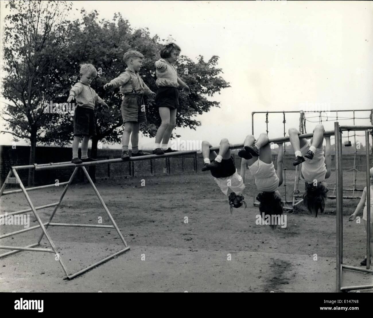 """17. April 2012 - die Balance und den Schwung: einige Kinder lieber zu unterrichten und sich zu """"tight Rope"""" Stockbild"""