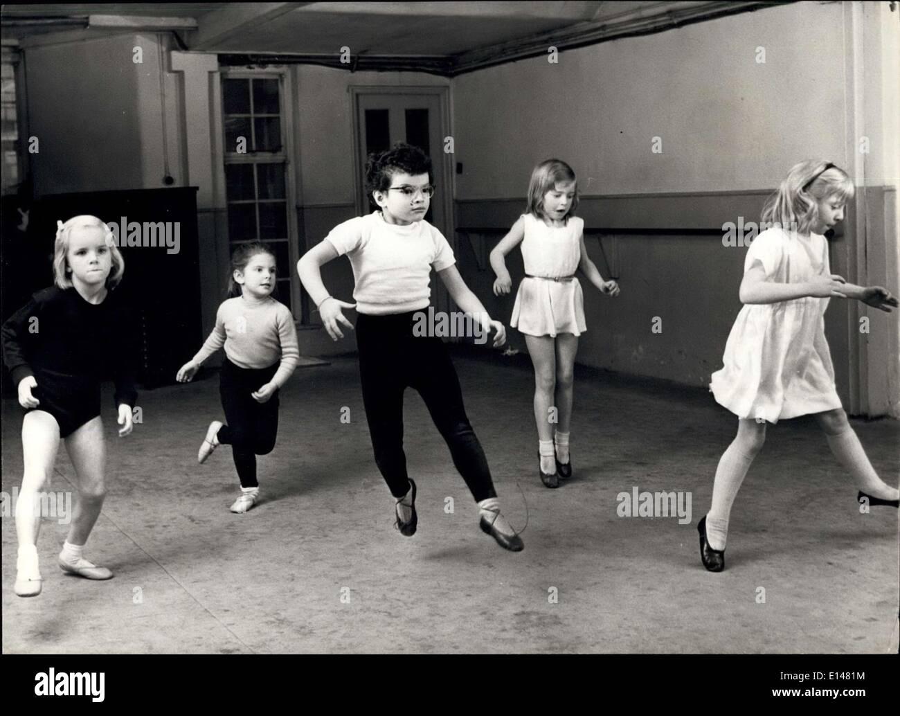 17. April 2012 - vier-jährige verdienen Ballett: A, Anda gerade, Domenic Worsthorne, Monique Garcia, Rosamunde-Freeman-Attwood und Anne Howie. Stockbild
