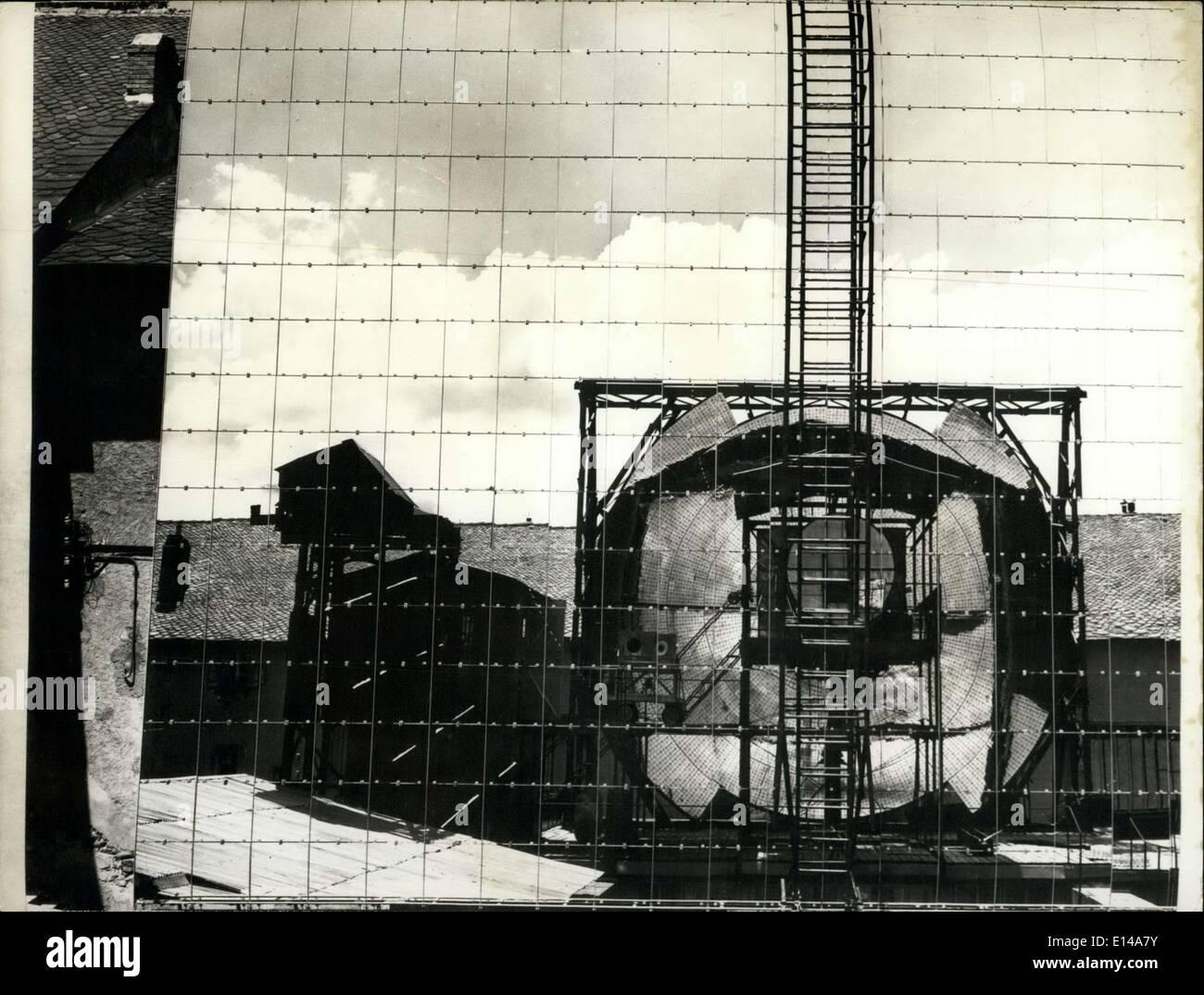 17. April 2012 - Sonne erwärmt französische Häuser: ein Beispiel für das erste französische Stockbild