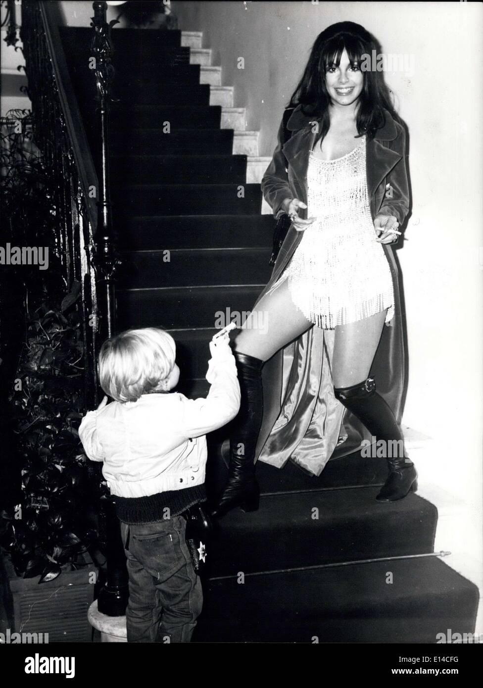 """17. April 2012 - sagt """"Hands Up"""", Liebe Nadia, die kleinen Giorgio. Szene zu sehen während des Empfangs für den Beginn des Films """"The Divorce"""" Stockbild"""