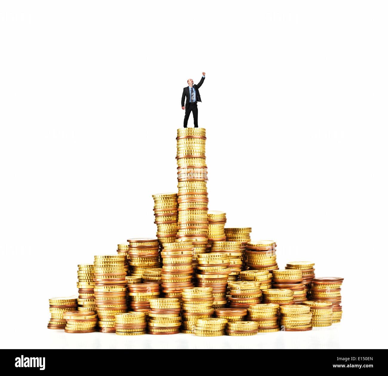 Mann Auf Haufen Von Euro Münze Stockfoto Bild 69566301 Alamy