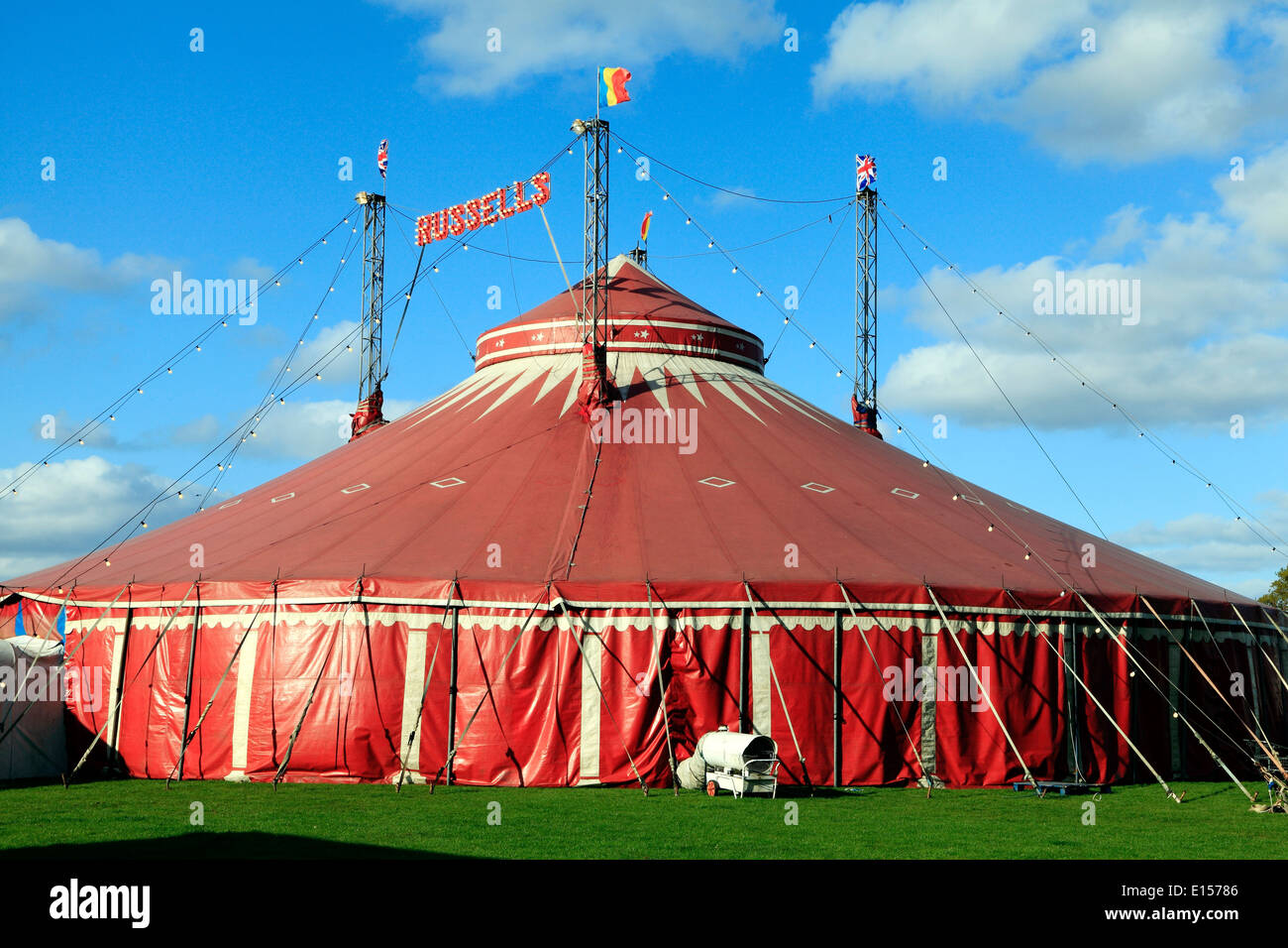 Russells International Circus, UK Wanderzirkus zeigt, Grand Chapiteau Zelt, Norfolk, England Stockbild